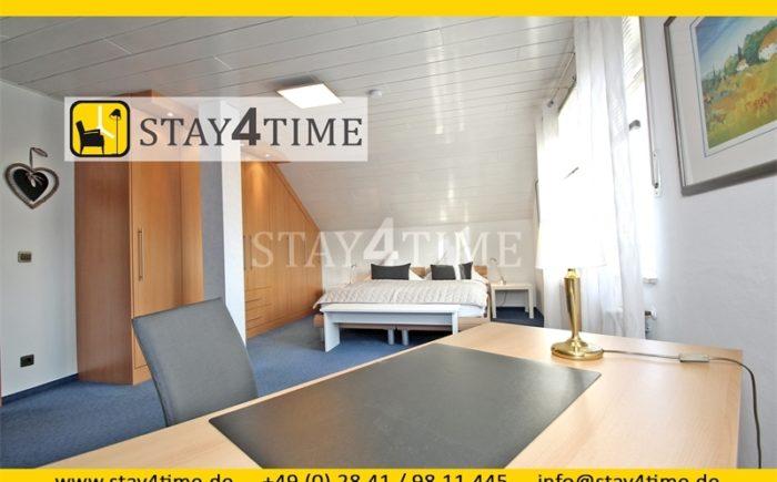 Schlafzimmer 3 mit Schreibtisc